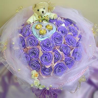 结帐区 花材 : 手折花33朵,爱心金莎3颗 包装 : 进口包装纸,白色网纱